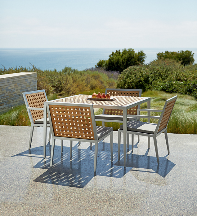 Hatch Dining Set Outdoors